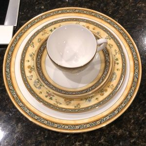 Wedgwood plates/cup